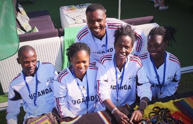 Besökare från Uganda har trotsat många svårigheter