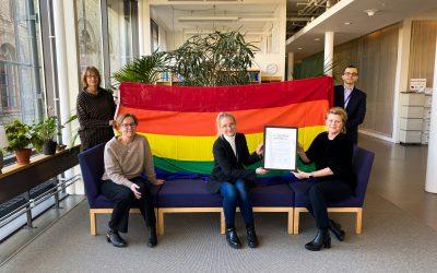 Första institutionen på Göteborgs universitet blir HBTQ-diplomerad