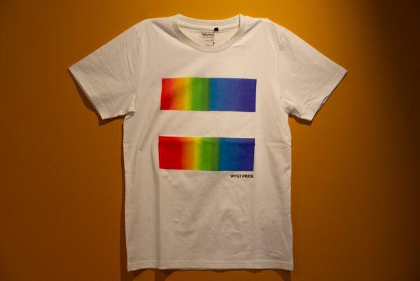 en vit t-shirt med west pride tryck